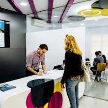 HISPANIA ESCUELA DE ESPAÑOL - student at reception desk