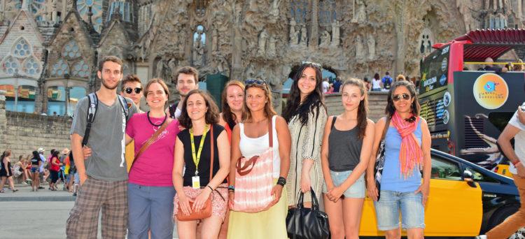 spanish schools with social activities in barcelona